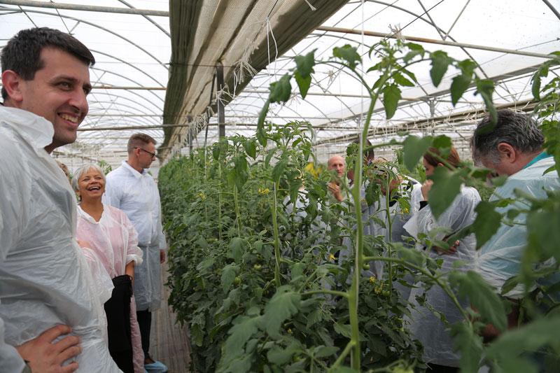PCA members L-R Ibrahim El Saliby (Royal Botanical Gardens), Priti Krishna (WSU, Marcus van Heijst (Priva & PCA Director) enjoying the visit to Jim Azzopardis (centre) medium-tech tomato greenhouse.